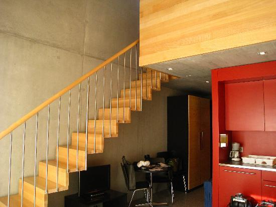 All in One Hotel Inn Lodge: Stairs leading to loft above