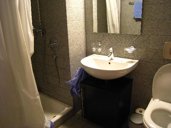 All in One Hotel Inn Lodge: Modern bathroom in Studio M