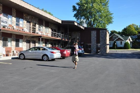 Otter Creek Inn: The hotel premises