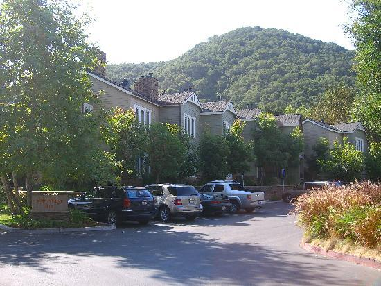 Avila Village Inn: Parking and Location
