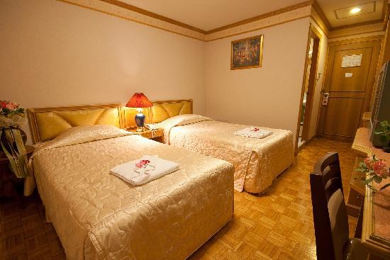 Golden House: Twin room