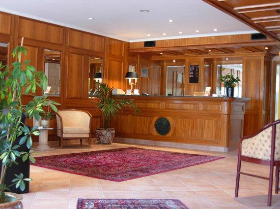 Hotel Ambassador: Reception