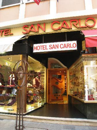 Hotel San Carlo Garni: Entrance to Hotel San Carlo