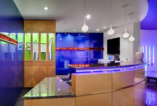 Fairfield Inn & Suites Chicago Downtown/Magnificent Mile: Front Desk