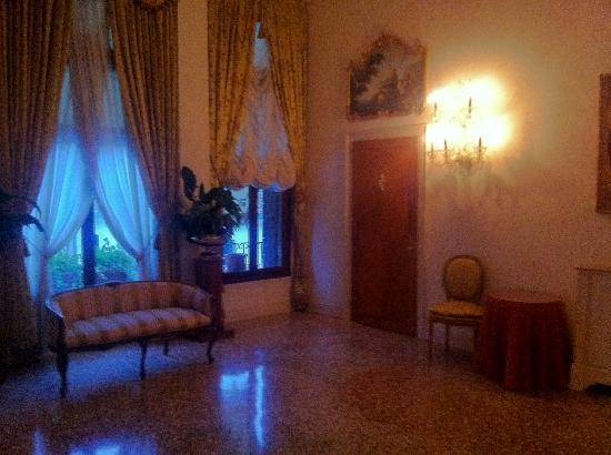 Hotel Villa Franceschi: other side of the same foyer