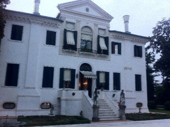 Hotel Villa Franceschi: villa adjacent to hotel