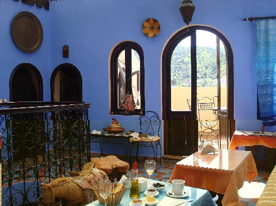 Dar Zman : Lovely breakfast every morning on this beautiful sheltered terrace