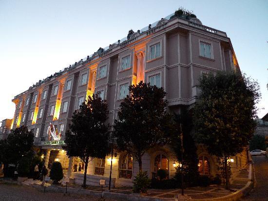 Eresin Hotels Sultanahmet Erisen Crown At Dusk