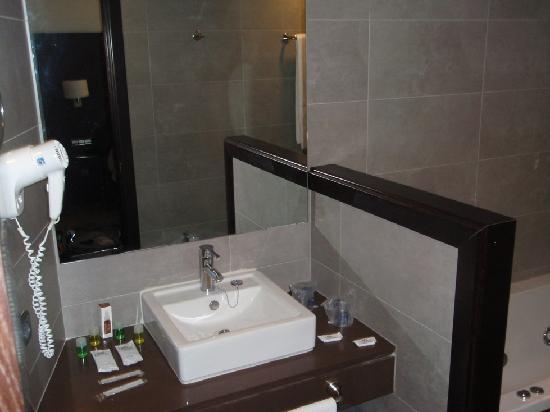 Fiesta Hotel Cala Gracio: Badezimmer
