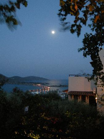 Elounda Heights Apartments and Studios: Elounda Heights under Full Moon