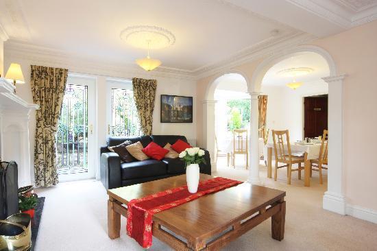 Bridgedown House: Lounge