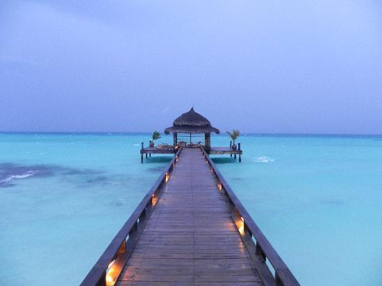 Kuramathi Island Resort: ponton