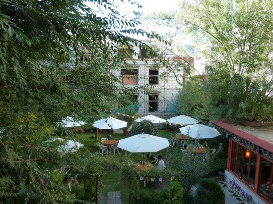 Kyichu Hotel (Jiqu Fandian) : Garden Area