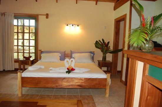 El Nido Cabinas: King Size Bed