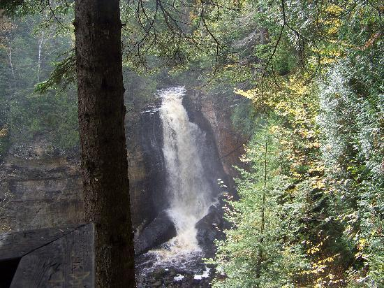 White Pine Lodge : Miners Falls
