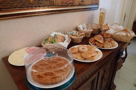 B&B Armonia All'Opera: Breakfast Spread