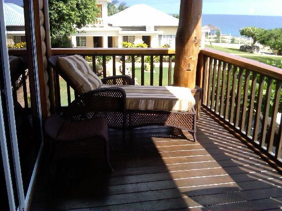 Westender Inn: Lounge chair on balcony