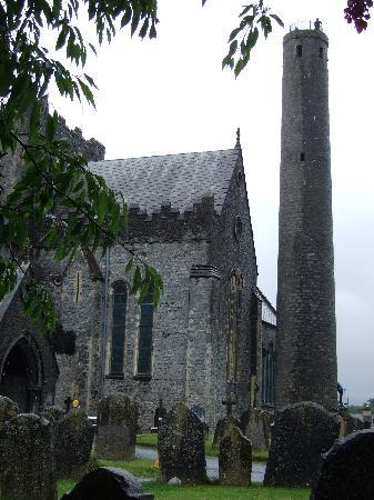 Kilkenny, Irlanda: St Canice's cathedral and tower