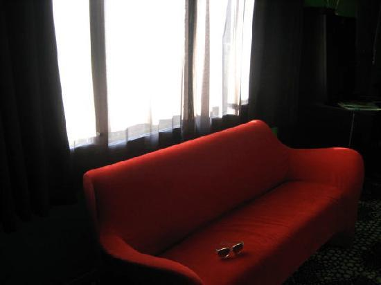 The Greens Hotel: Sitting pretty on the sofa
