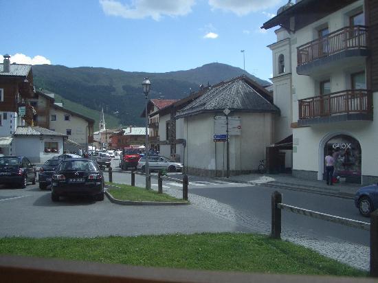 Garni Baita Cecilia: foto dall'hotel verso il paese