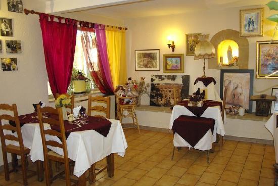 Hostellerie du Baron des Adrets : Restaurant typiquement provençale
