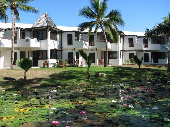 Sheraton Denarau Villas: Sheraton Villas - external view with gardens