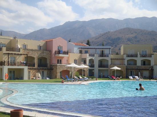 Pilot Beach Resort: piscina principale