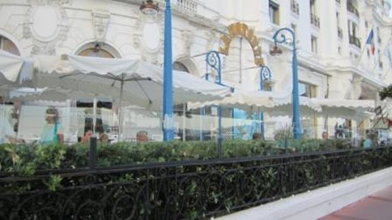 La Rotonde: From the street - very discreet