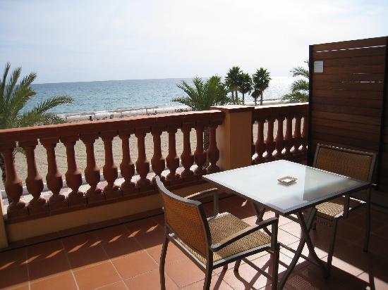Le Meridien Ra Beach Hotel & Spa: Terrace with Oceanview