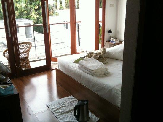 5ive Beach House Hotel: Entryway