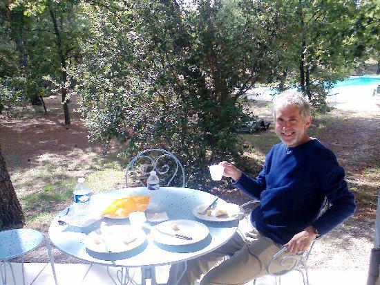 Le Clos des Cigales : Lunch on the patio