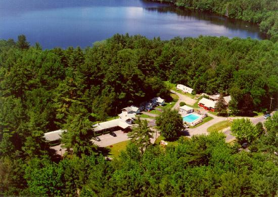 White Oak Motel & Cottages: AERIAL VIEW