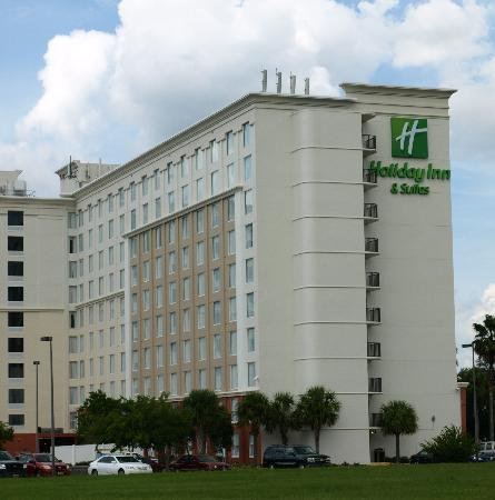 Holiday Inn & Suites Across from Universal Orlando : Exterior