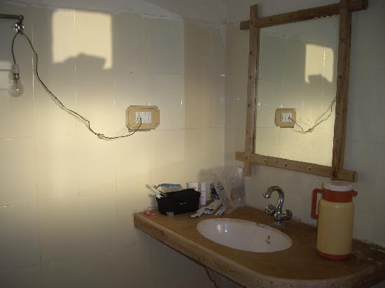 Kuldhara Heritage Resort: Our bathroom