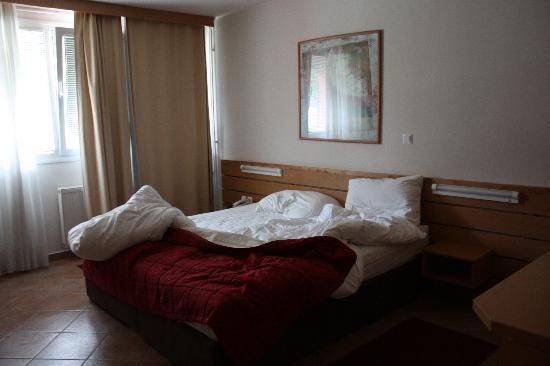 Ljubljana Resort Hotel & Camp: camera da letto