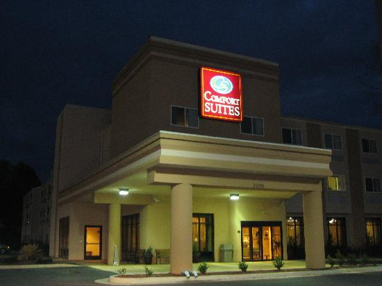 Comfort Suites Nacogdoches: Under the Lights
