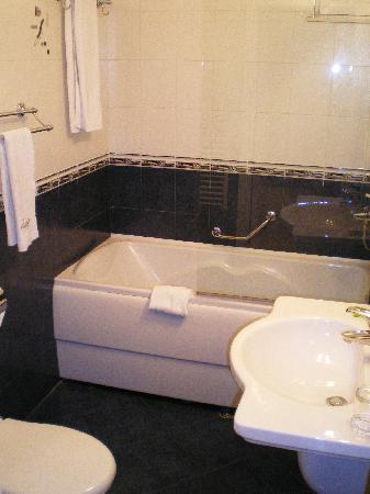 BEST WESTERN Hotel Europe: Badezimmer