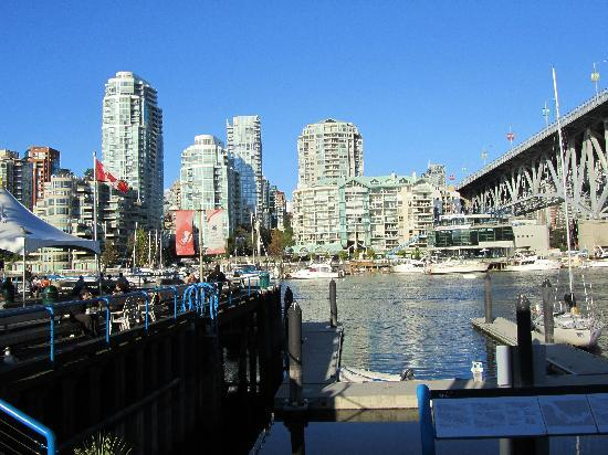 Vancouver, Kanada: Downtown as seen from granville island