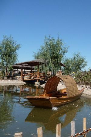 Xiangjulou : A little boat