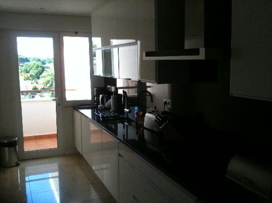 As Cascatas Golf Resort & Spa: Kitchen