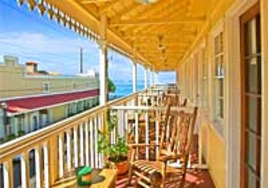 Lahaina Inn: In the Heart of Lahaina Town