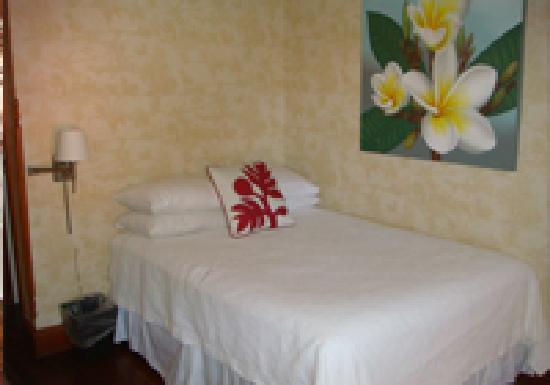 Lahaina Inn Standard Room