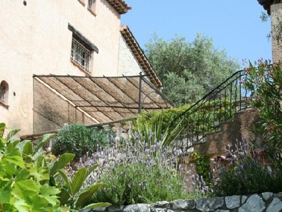 Le Bar-sur-Loup, France: Upper Garden Apartment terrace