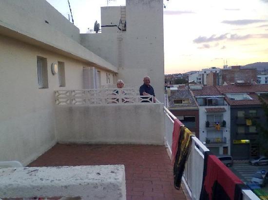Checkin Pineda: große Veranda vor dem Zimmer (4.Stock)