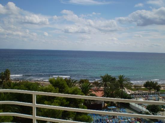 Hotel Palia Sa Coma Playa: View from our balcony.