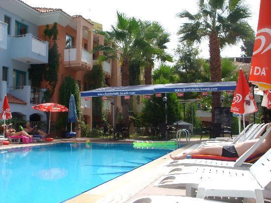 Montebello Deluxe Hotel: The pool