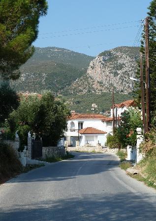 Potamitis Studios : The road into the village