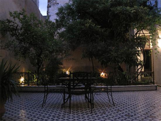 Riad Medina: Courtyard at night