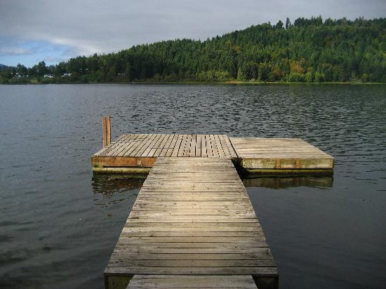 ‪‪St Mary Lake Resort‬: Boat jetty on the lake‬