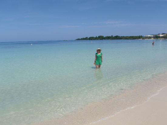 Negril, Jamaica: Beautiful Bloody Bay between the 2 Riu hotels